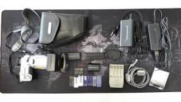 Câmera fotográfica. Sony F717 c/ váááários acessórios e manual. Funcionando perfeitamente.
