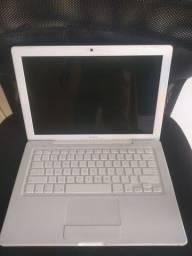 """MacBook white 13"""" A1181 2Gb de memória"""