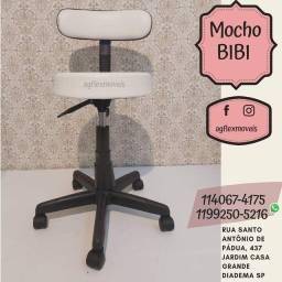 Cadeira de escritório Mocho Giratória branca com estofado do couro sintético