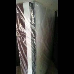 Com garantia de fábrica e frete grátis / cama nova luxo casal tripla espuma