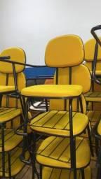 Cadeiras universitárias estofadas amarelas