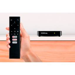 Smart Box Intelbras Izy Play De Voz Full Hd 8gb Preto Com Memória Ram De 1gb