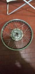 Roda traseira usada. Super conservada