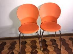 Cadeiras em propileno laranja