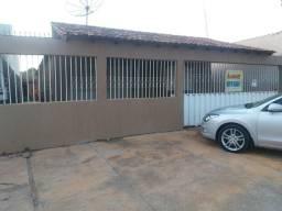 Aluga-se casa 4 quartos em Planaltina de Goiás.