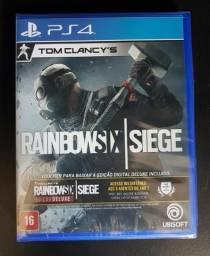 PS4 - Rainbow Six Siege - Edição Deluxe (Lacrado - Nunca usado)