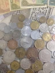 Coleção de moedas e cédulas