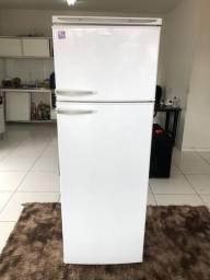 Vendo geladeira Dako bem conservada