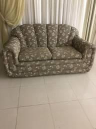 Sofá  estampado semi-novo