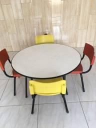Messa Infatil com cadeiras