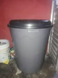 Vendo dois balde  pro 220 reais sem novo só 1 um mês uso