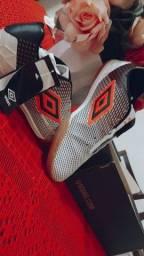 Título do anúncio: Chuteira Futsal umbro speed