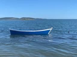 Barco de madeira para pesca