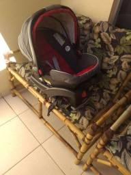 Bebê conforto com base marca Graco.