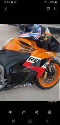 Vendo moto CBR600RR moto muito nova pra pessoas exigentes