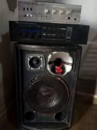 Vende-se ,uma caixa de som e dois amplificadores