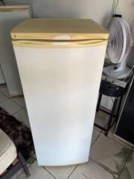 Título do anúncio: Geladeira Electrolux gelando ok 350$ ((Entrego))