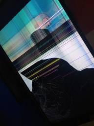 Vendo essa smart tv para retirada de peças por 400$