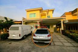 Condomínio fechado com espetacular área de lazer - dois pisos com 3 suítes e 1 c/ banheira