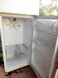 Vendo essa geladeira de duas portas