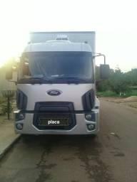 Caminhão Ford Cargo 2429 baú 2013 - 2013