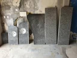 Mesa balcão e pias de banheiro e cozinha em granitos