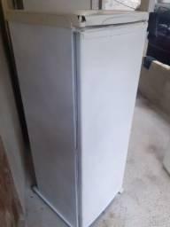 Geladeira Electrolux  R27