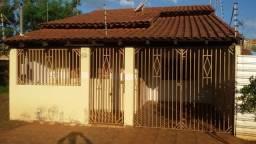 Casa 2 quartos + terreno grande (3.200 m²) >> Fundos Vila Pioneira