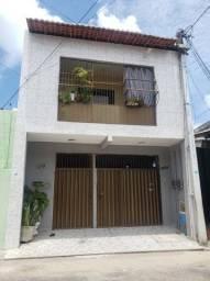 Excelente duplex no Jacarecanga divido em 2 casas próximo da Marinha. Escrit. e Regis.