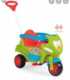 Carrinho infantil / triciclo