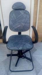 Cadeira simi-nova de barbeiro