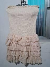 Vestido rendado curto