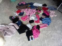 Vendo 55 peças de roupas usadas infantil em  bom estado 3 a 4 anos