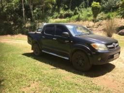 Vendo Toyota Hilux 2006 Preta 2.5 - Cabine dupla 4x4. Em exelente estado de conservação