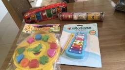 4 brinquedos novos por 40