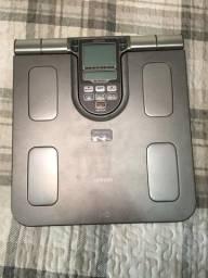 Título do anúncio: Balança corporal digital Omron HBF-514C cinza até 150kg