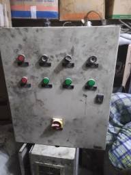 Painel de comandos elétricos Caixa metálica Quadro de força no estado