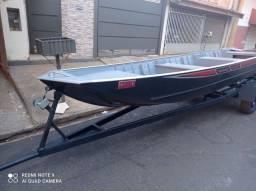 Barco, motor e carreta
