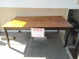 Vende-se messa de madeira