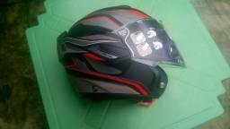 Vendo capacete da marca ayroh.nunca foi usado tá na embalagem em perfeito estado