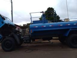 Alugo caminhao pipa  tanque 10.000 litros.  Cargo 1215 99