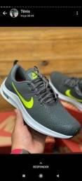 Promoção de Natal.  Tênis Nike 42