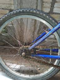 Vendo dois peneus de bike pequena