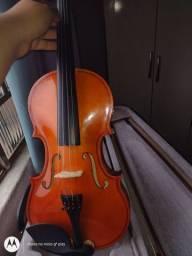 Violino 4/4 1 ano de uso (vai com estojo, breu, arcos e violino)