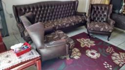 Sofa de couro.