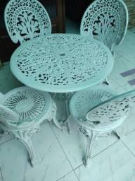 Jogo de jardim com 4 cadeiras de ferro fundido