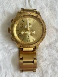 Relógio Nixon dourado masculino