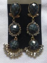 Brinco bijuteria- preto 7 cm