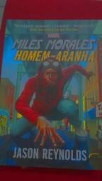 Livros Miles Morales(homem aranha) e Deadpool Dog Park