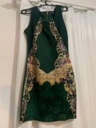 Vestidos lindos e conservados